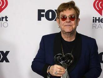 Eltona Johna trápi bedrový kĺb. Turné sa odkladá, európski fanúšikovia musia počkať