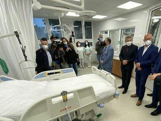 Nemocnice sú na tretiu vlnu pripravené, reprofilizovať sa má v troch fázach