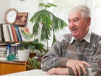 Nový asteroid pomenovali po kňazovi Antonovi Srholcovi