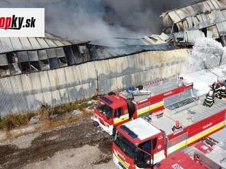Hasiči konečne uhasili požiar v Trebišove: Trvalo im to viac ako dva dni