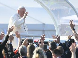 Pápež František sa rozlúčil so Slovenskom: Nosím vás všetkých v srdci