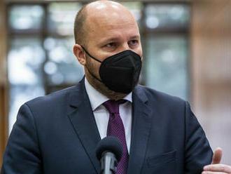 Minister Naď je nespokojný so zaočkovanosťou vojakov. Posiela im jasný odkaz