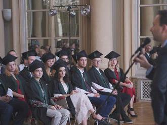 Traja slovenskí absolventi Harvardu a Oxfordu sa podelili o skúsenosti zo školy i praxe